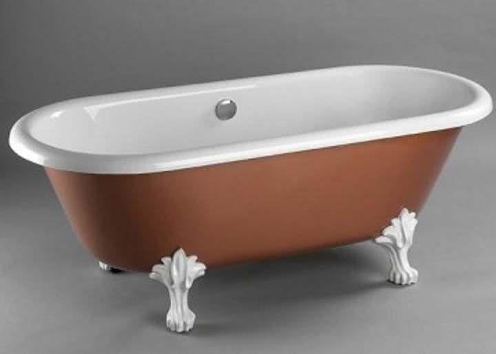 Ванна с белыми ножками
