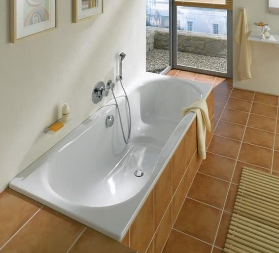 какую ванну лучше купить чугунную или акриловую