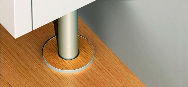 Декоративные накладки используются для того, чтобы закрыть место прохождения трубы сквозь пол или потолок