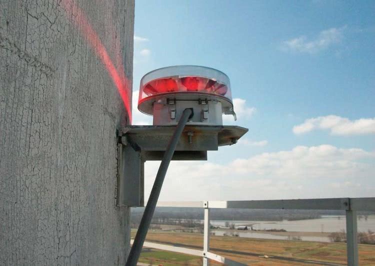 Высотные дымовые трубы в обязательном порядке оснащаются подсветкой, фонари которой располагаются на каждом ярусе и на самой вершине сооружения