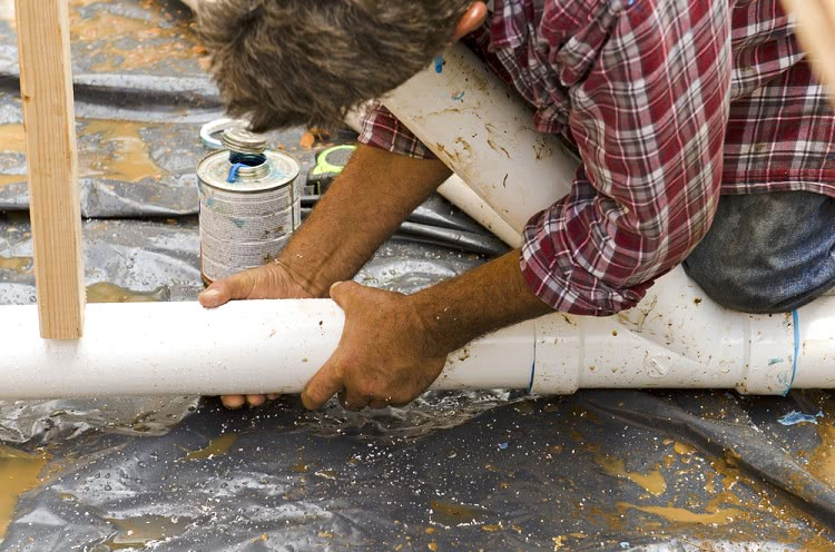 Многие типы канализационных труб оснащаются раструбами, которые значительно упрощают монтаж