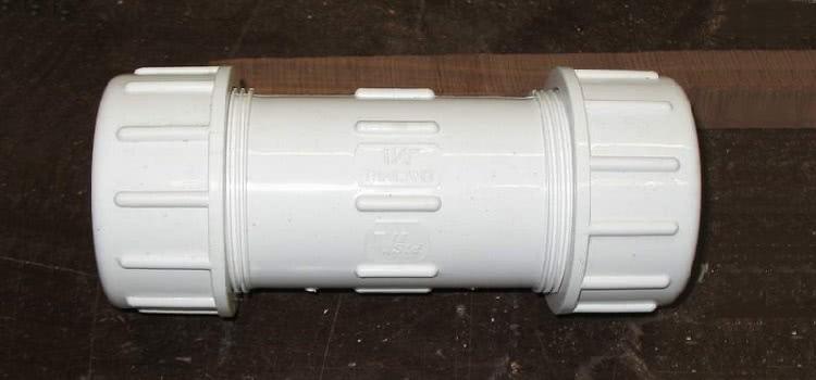 Муфта «труба-труба» служит для соединения жестких заготовок одинакового диаметра