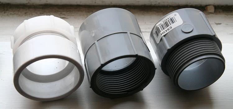 Существует много разновидностей муфт для монтажа полимерных и металлических труб