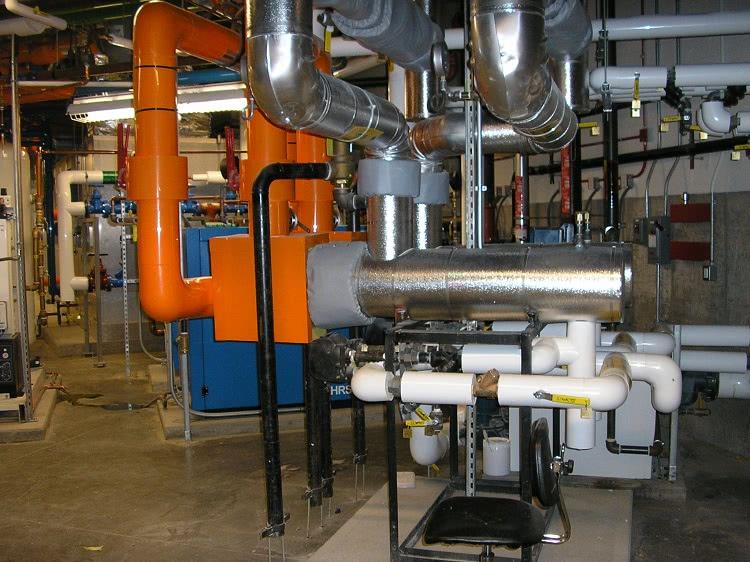 Тепловые сети и снаружи, и внутри зданий должны оборудоваться таким образом, чтобы максимально снизить потери тепла