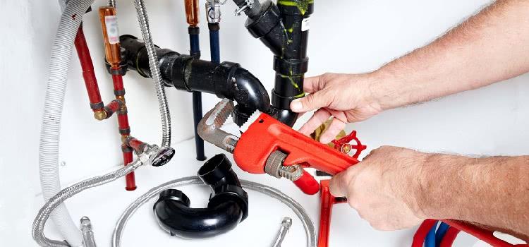 Проектирование и монтаж канализационных и водопроводных систем должно осуществляться согласно строительным нормам и правилам