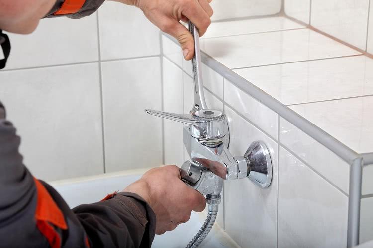 Квартирный водопровод обязательно включает такой тип арматуры, как смеситель