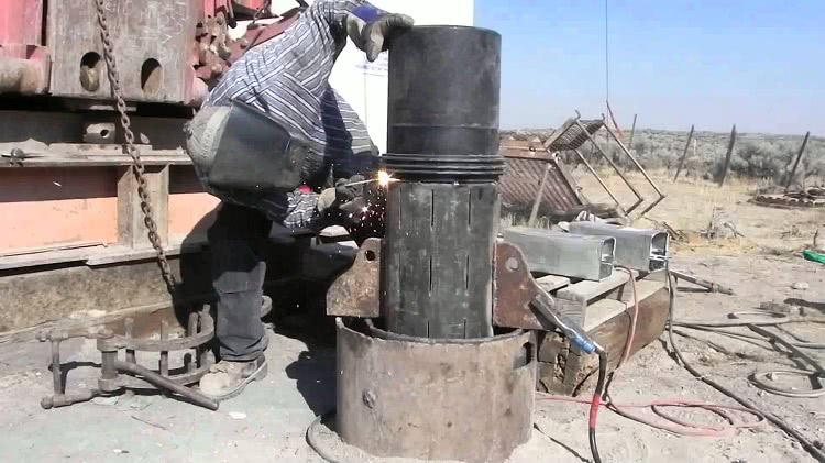 Выбор тубы для обсадки скважины зависит от типа грунта, глубины залегания вод и прочих факторов