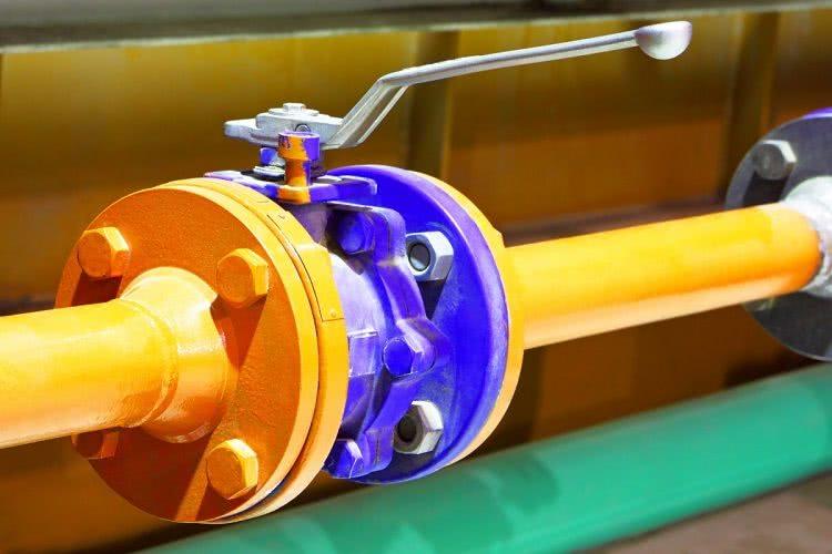 Фланцевое соединение вентиля с трубами считается более надежным, нежели резьбовое