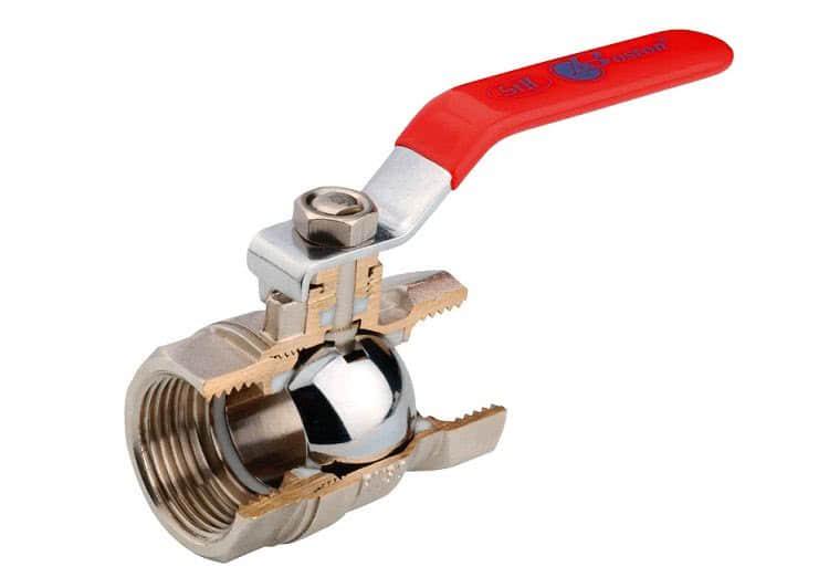 Внутри вентиля расположен металлический шар, который и отвечает за регулировку и перекрытие потока воды