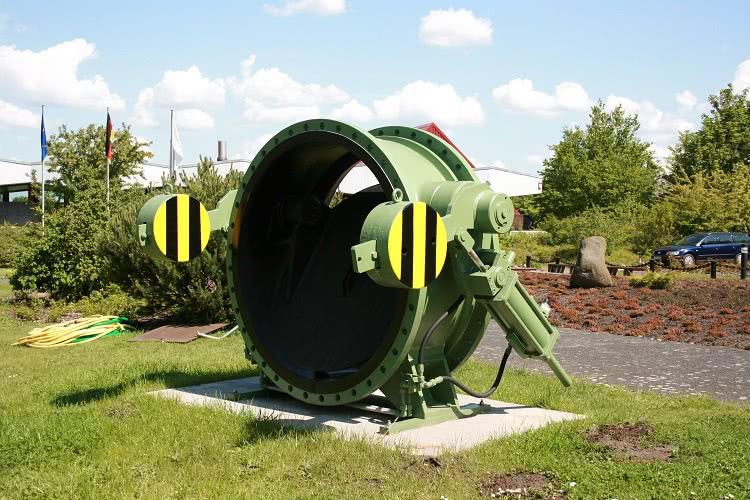 На затворы больших диаметров устанавливаются приводы разных типов, вручную таким устройством управлять невозможно