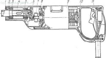 Электрическая сверлильная машина ИЭ-1013 1 — шпиндель, 2 — специальная гайка, 5—шарикоподшипники, 4 — втулка, 6 — корпус редуктора, 7 — блок шестерен, 8 — промежуточный щит, 9 — электродвигатель, 10 — ручка в сборе, 11 — выключатель, 12 — выводной кабель Сверлильные машины представляют собой ручной переносной инструмент и состоят из электродвигателя 9, редуктора и рукояток с выключателем 11.